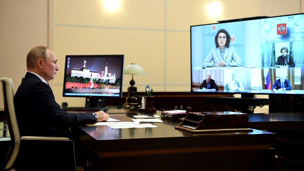 الرئيس بوتين في مؤتمر عبر الفيديو