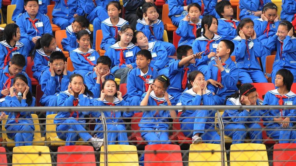 中國的校服因為樣式臃腫,一直是很多網友吐槽的目標。