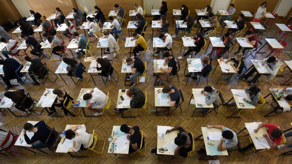 Sınavdaki öğrenciler