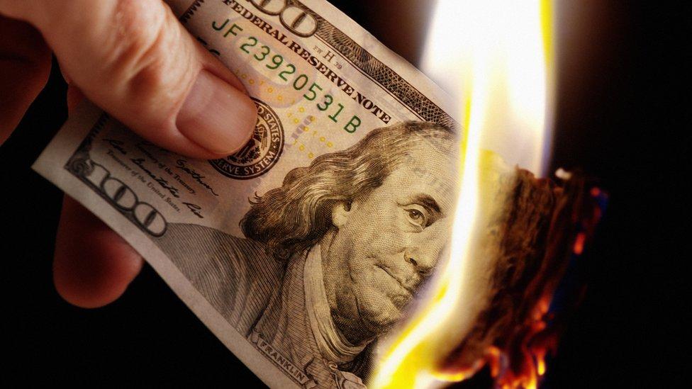 Dólar quemándose