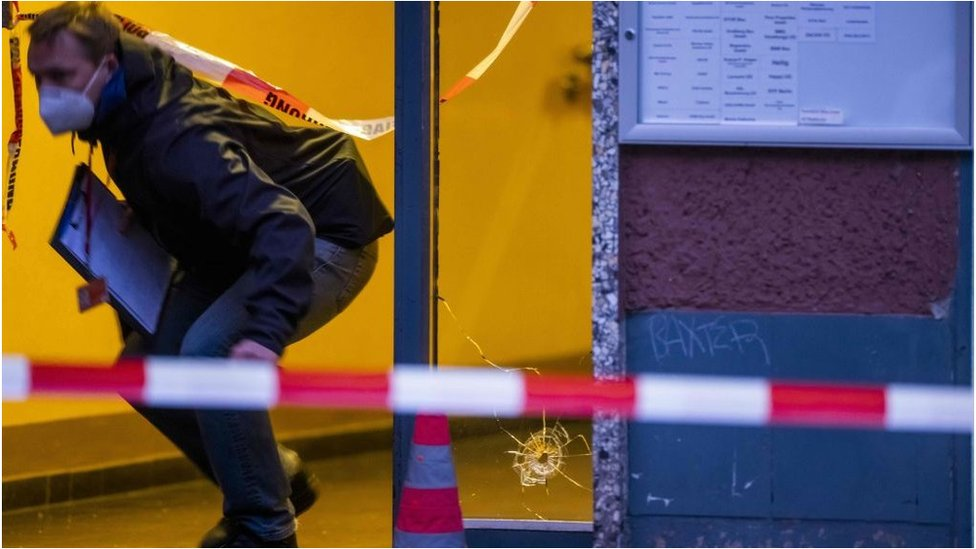 Several injured after shooting in Berlin thumbnail