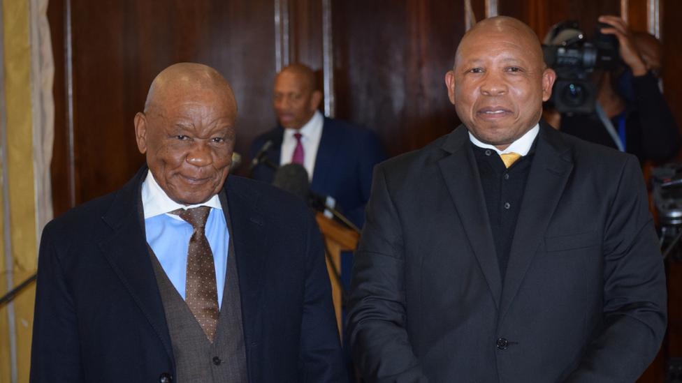 Leosotho Prime Ministers Thomas Thabane and Moeketsi Majoro (left and right)