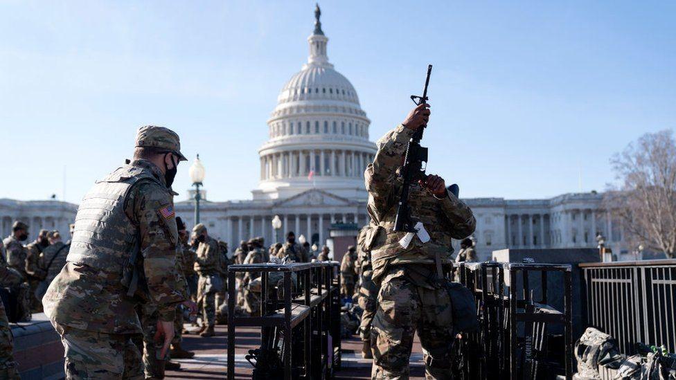 Militares alrededor del Capitolio