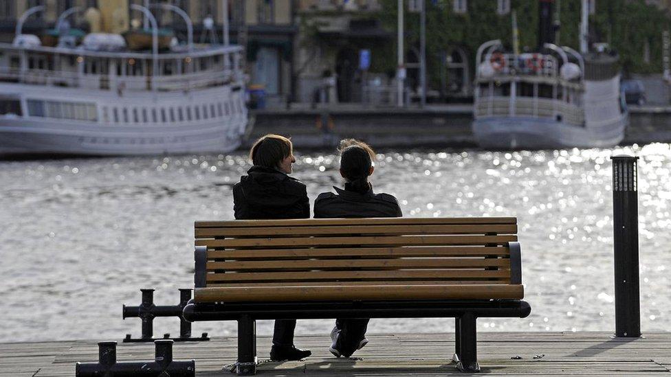 У таких країнах, як Швеція, жінки, що добре заробляють, часто намагаються знайти собі тако ж успішного чоловіка