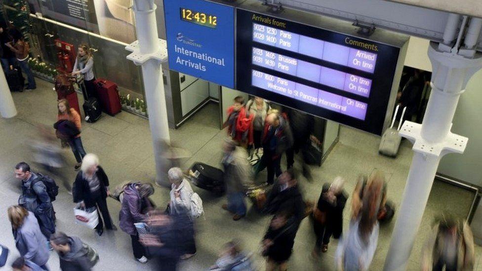 Gente en un aeropuerto