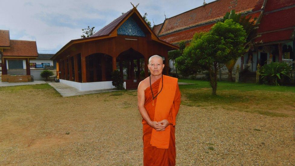 Kriangkraj je proveo tri godine u manastiru