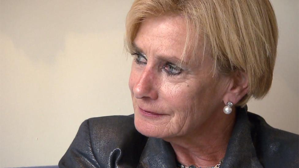 Constance de Vries dijo que no va a dejar de aplicar la eutanasia a pacientes con demencia avanzada.