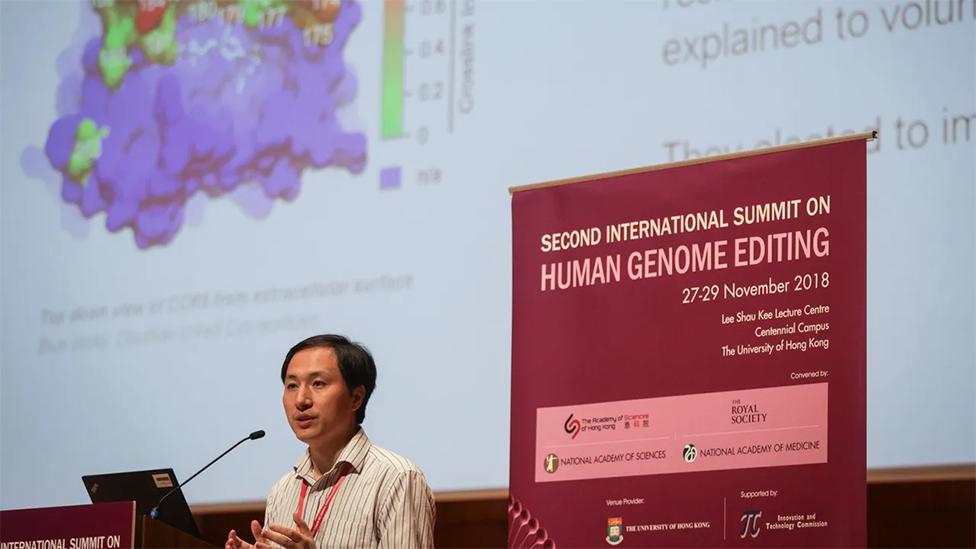 He Jiankui durante su presentación