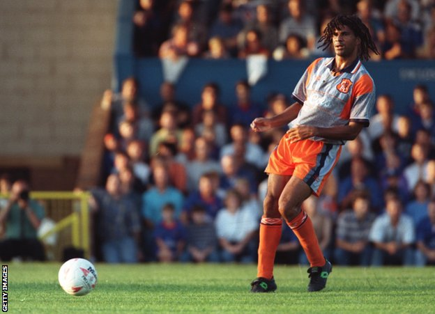Ruud Gullit playing for Chelsea in 1995