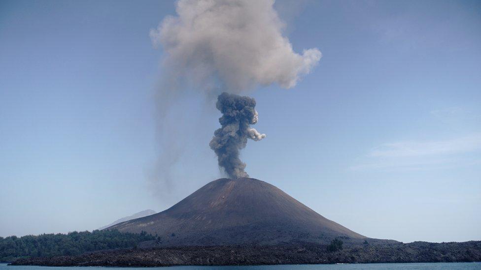 Volcán Anak Krakatoa en julio de 2018