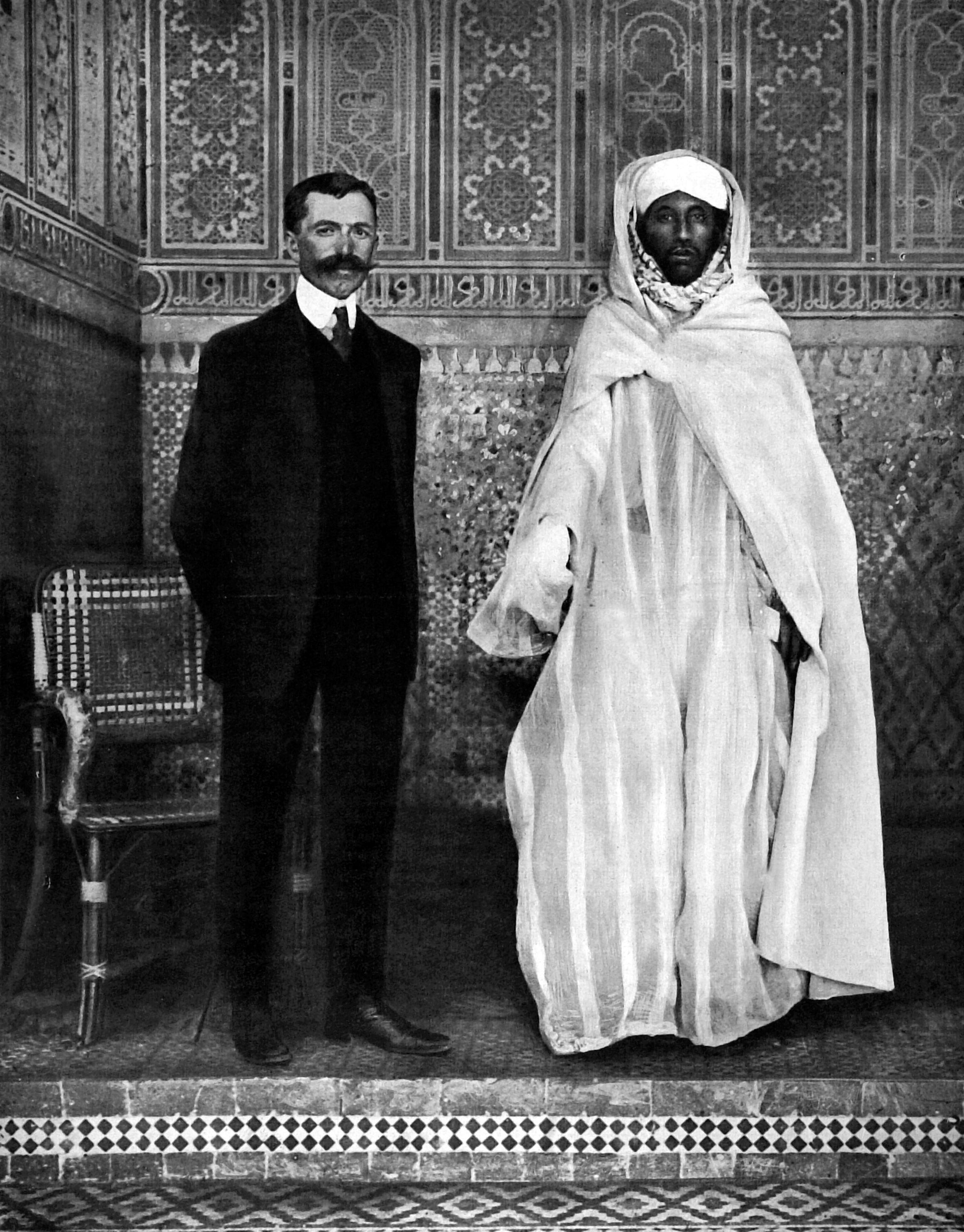 التهامي الكلاوي مع ميغريه القنصل الفرنسي في مراكش عام 2012