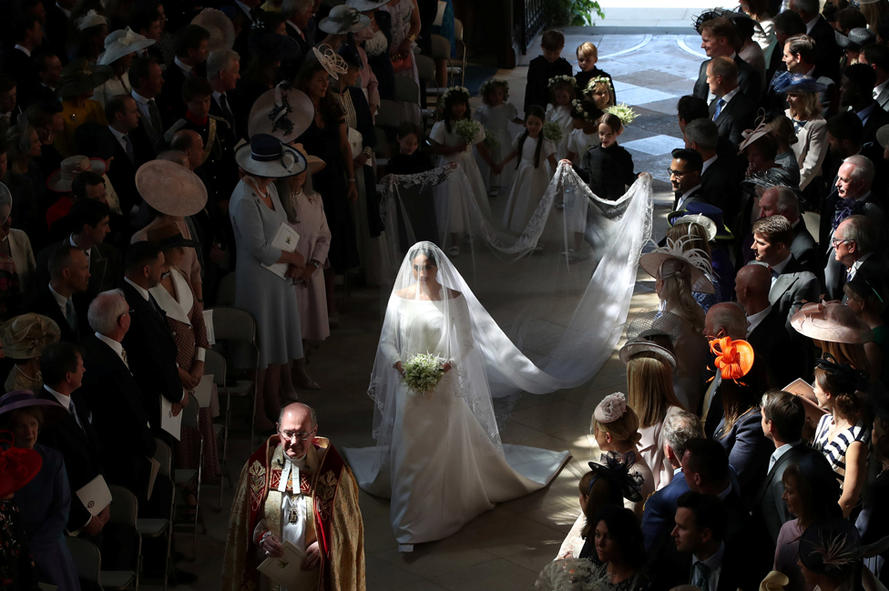 royal wedding 2018 meghan markle s givenchy dress in detail bbc news bbc com