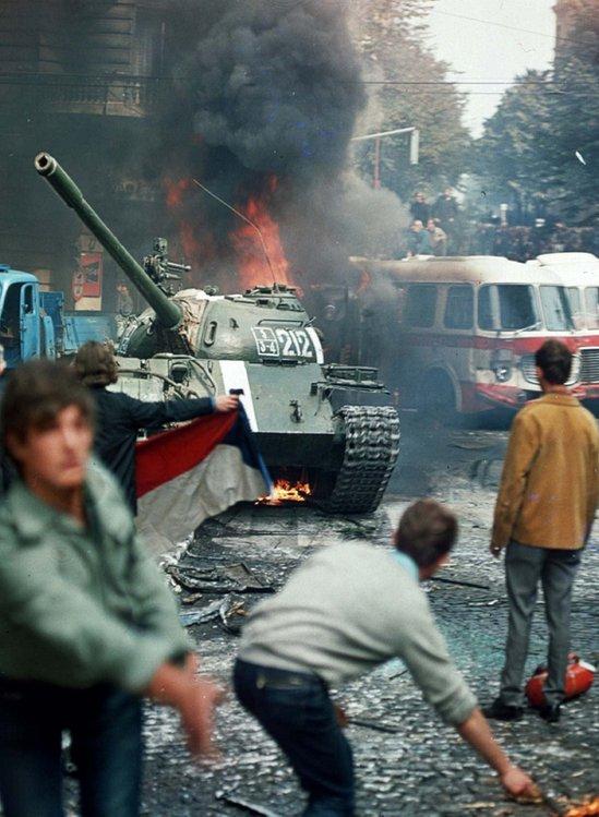 Czechs burning tank, 21 Aug 68
