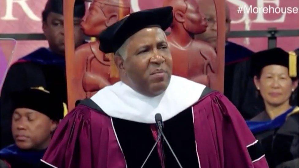 Robert F. Smith durante el discurso que sorprendió a todos.
