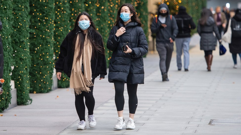 Women on Oxford Street during lockdown