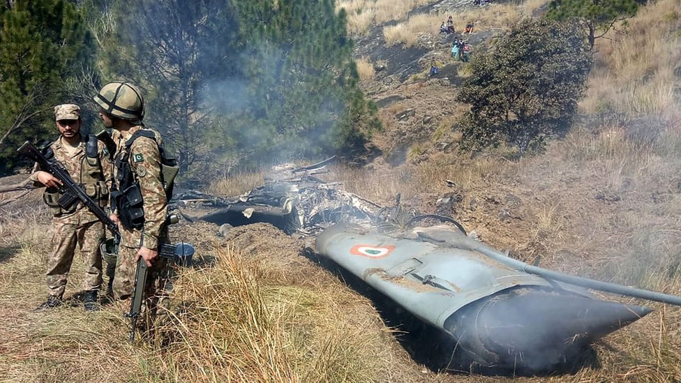 Pakistan soldiers by what Pakistan says is a downed Indian jet
