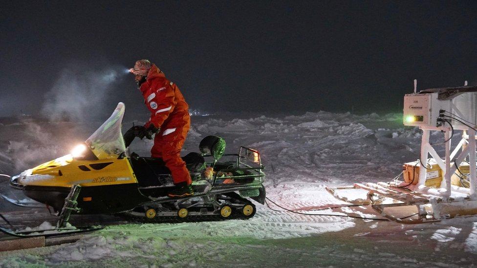 在北極用雪橇運儀器設備