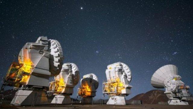 Algunas de las observaciones se lograron usando el complejo de antenas en el desierto de Atacama, Chile.