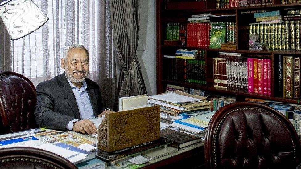الغنوشي في مكتبه