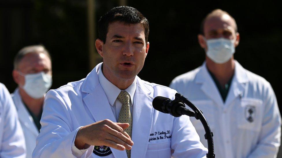Sean Conley, médico de Trump, en rueda de prensa el domingo 4 de octubre