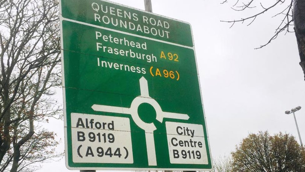Queens Road roundabout sign