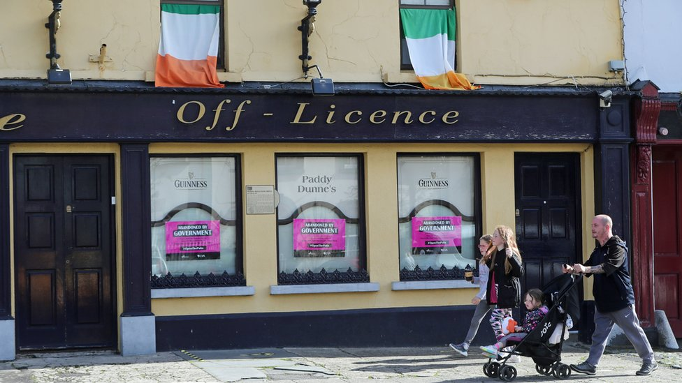 Coronavirus: Hairdressers and restaurants in ROI to close on Christmas Eve thumbnail