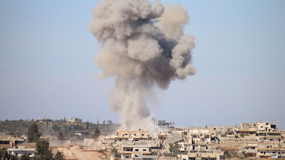Smoke rises from rebel-held area of Deraa, Syria, after an air strike (17 February 2016)