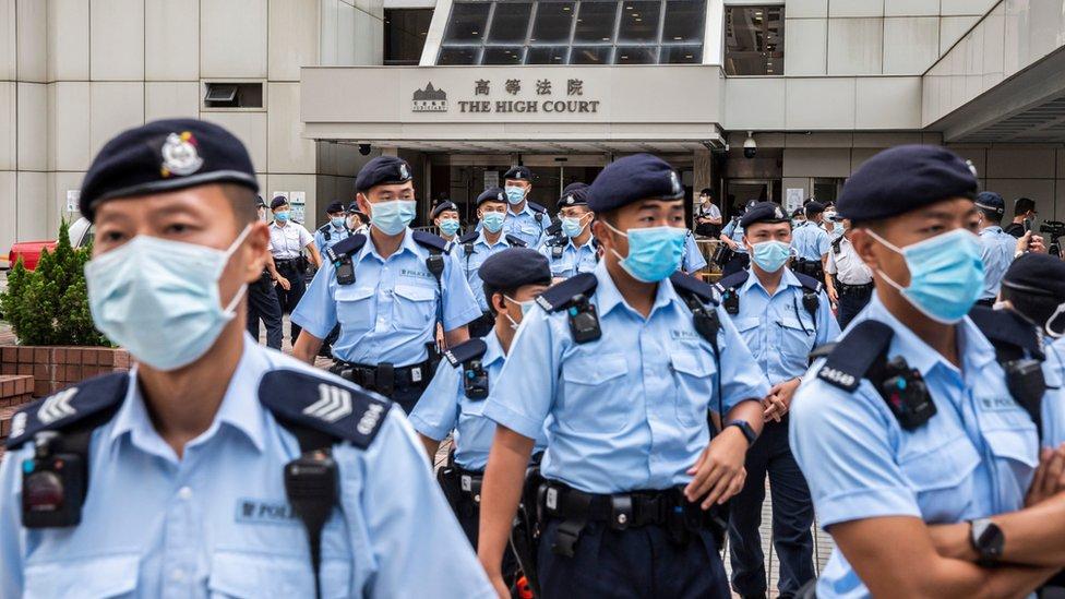 大批警察在香港高等法院大樓外戒備(30/7/2021)