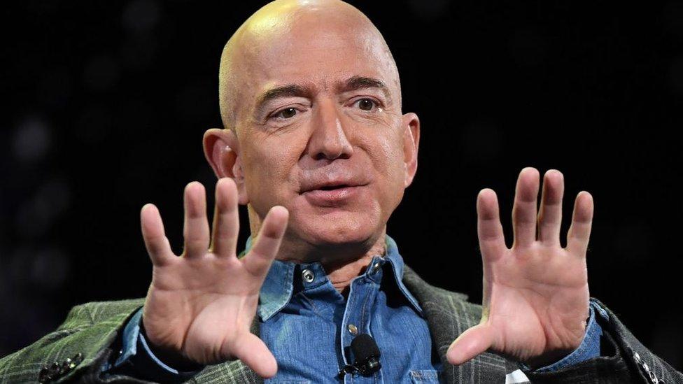Jeff Bezos es el fundador de Amazon.