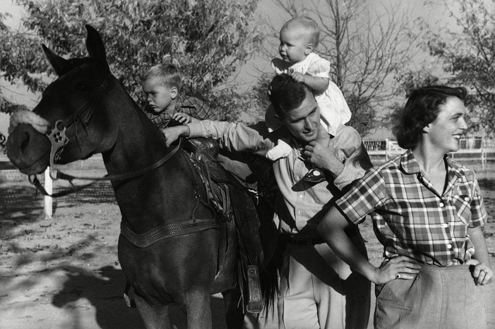 Sa malim Džordžom, Robinom i Barbarom 1950. godine na ranču