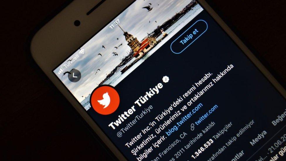 Sosyal medya kullanıcıları ve hak mücadeleleri yeni yasadan nasıl etkilenecek?