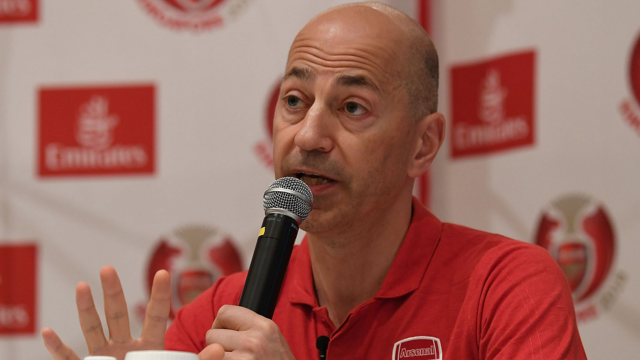 Arsenal chief Gazidis leaves for AC Milan