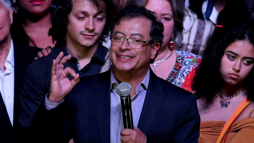 Gustavo Petro es el primer candidato de la izquierda en la historia de Colombia que llega a la segunda vuelta por la presidencia.