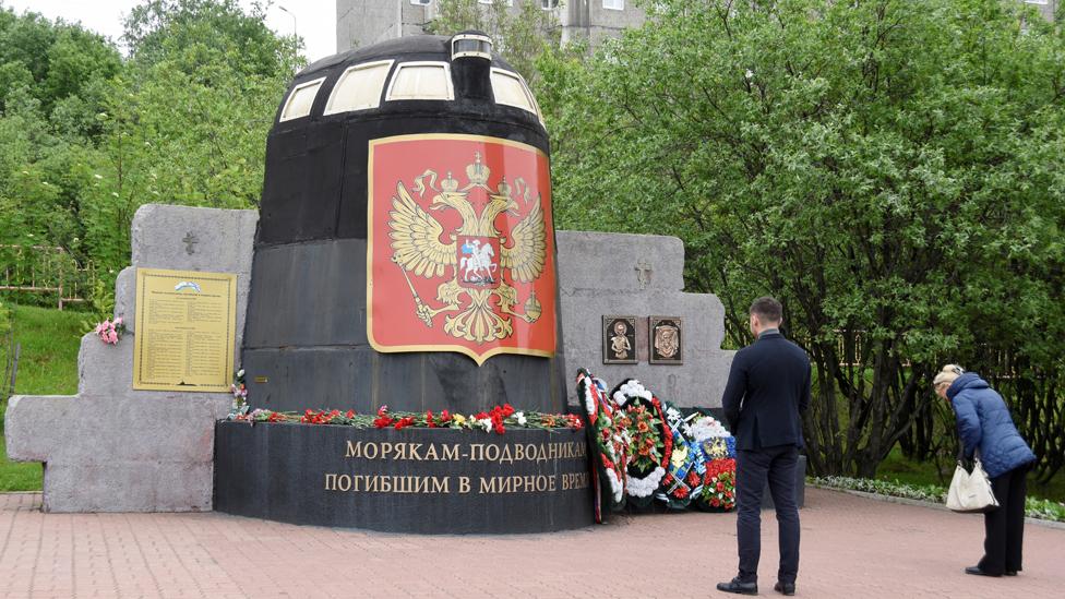 Flowers at memorial to submariners in Murmansk, 3 Jul 19