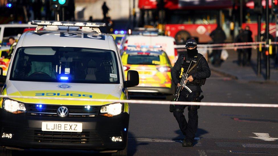 الشرطة في مكان وقوع هجوم لندن بريدج في نوفمبر/تشرين الثاني من العام 2019