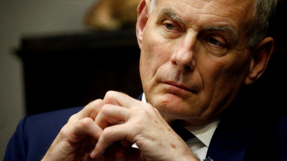 Beyaz Saray Genel Sekreteri Kelly'nin sürekli öfkelenip Trump için 'aptal' dediği iddia ediliyor.