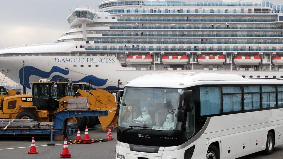 Japonya'nın Yokohama limanında demirli Diamond Princess yolcu gemisi haftalardır karantinada