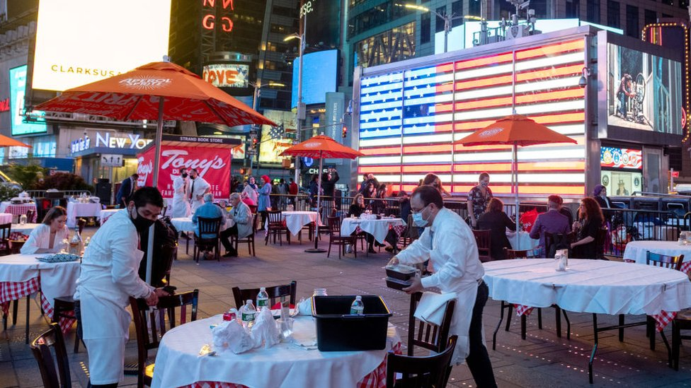 New York'ta restoranlar iç mekanda yüzde 25 kapasiteyle müşteri kabul ediyor