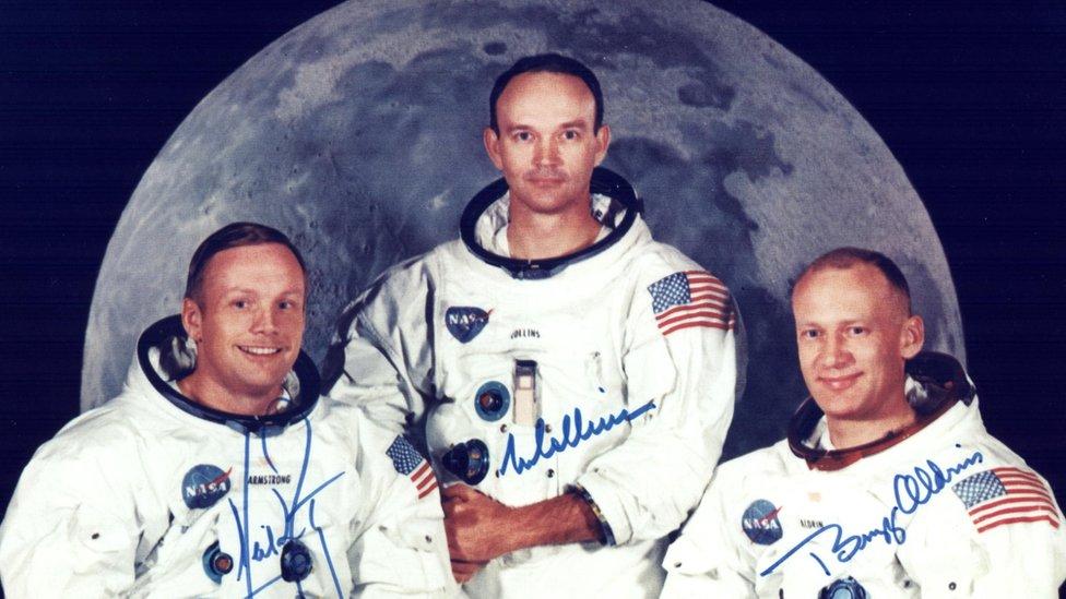 Neil Armstrong, Michael Collins y Buzz Aldrin en una foto oficial de la misión Apolo 11