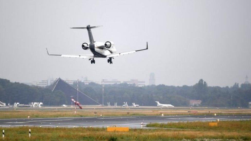 醫療救援專機在泰格爾機場降落
