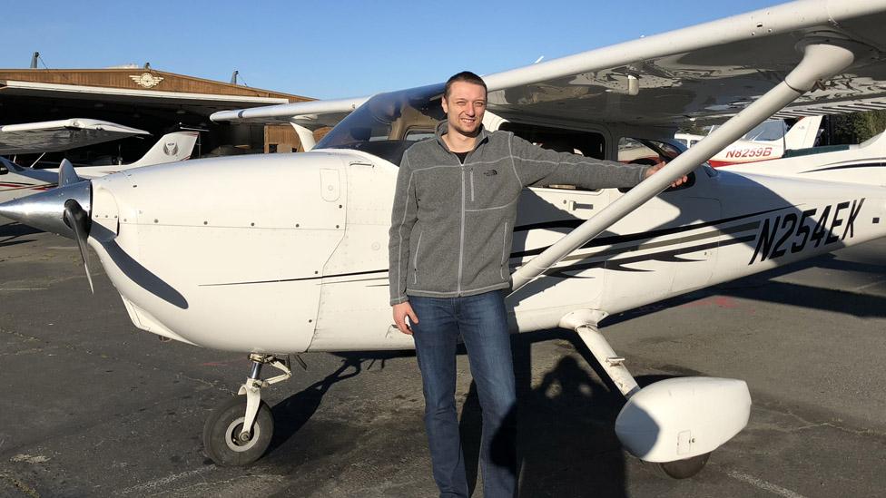 Marcin Kleczynski y su avión