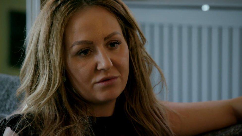Dört çocuk annesi Victoria, haftalık kazancının 2 bin sterlinden 200 sterline düştüğünü söylüyor