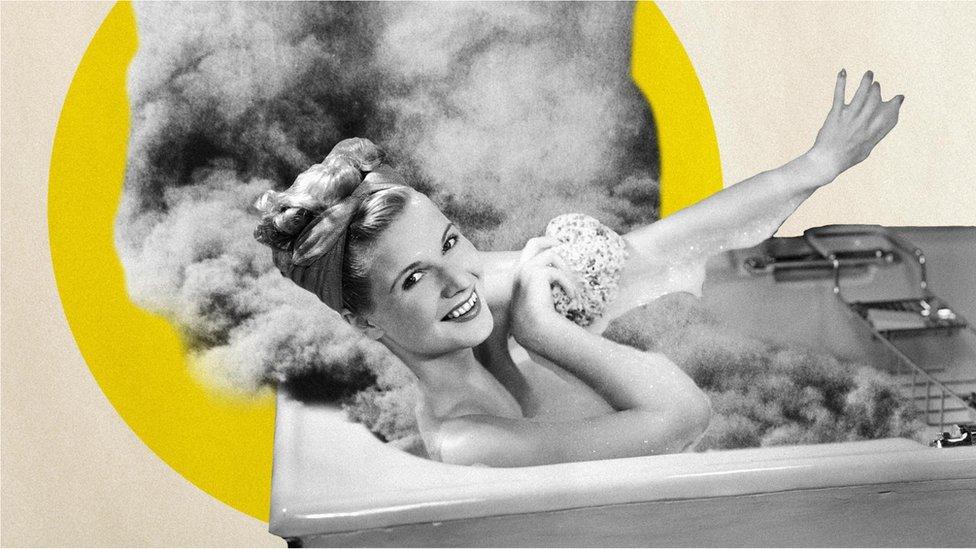 Svakodnevno kupanje u kadi oslobađa iznenađujuću količinu ugljen-dioksida u atmosferu tokom jedne godine, dok se tuširanjem oslobađa manje