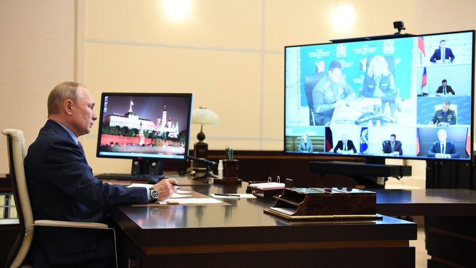 El presidente ruso, Vladimir Putin, preside una reunión el miércoles