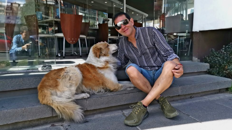 Fernando Kushner con Choco.