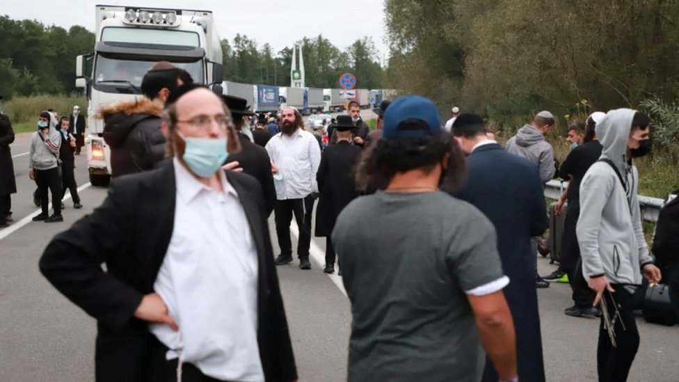 Jewish pilgrims gather at the Novi Yarylovychi crossing point