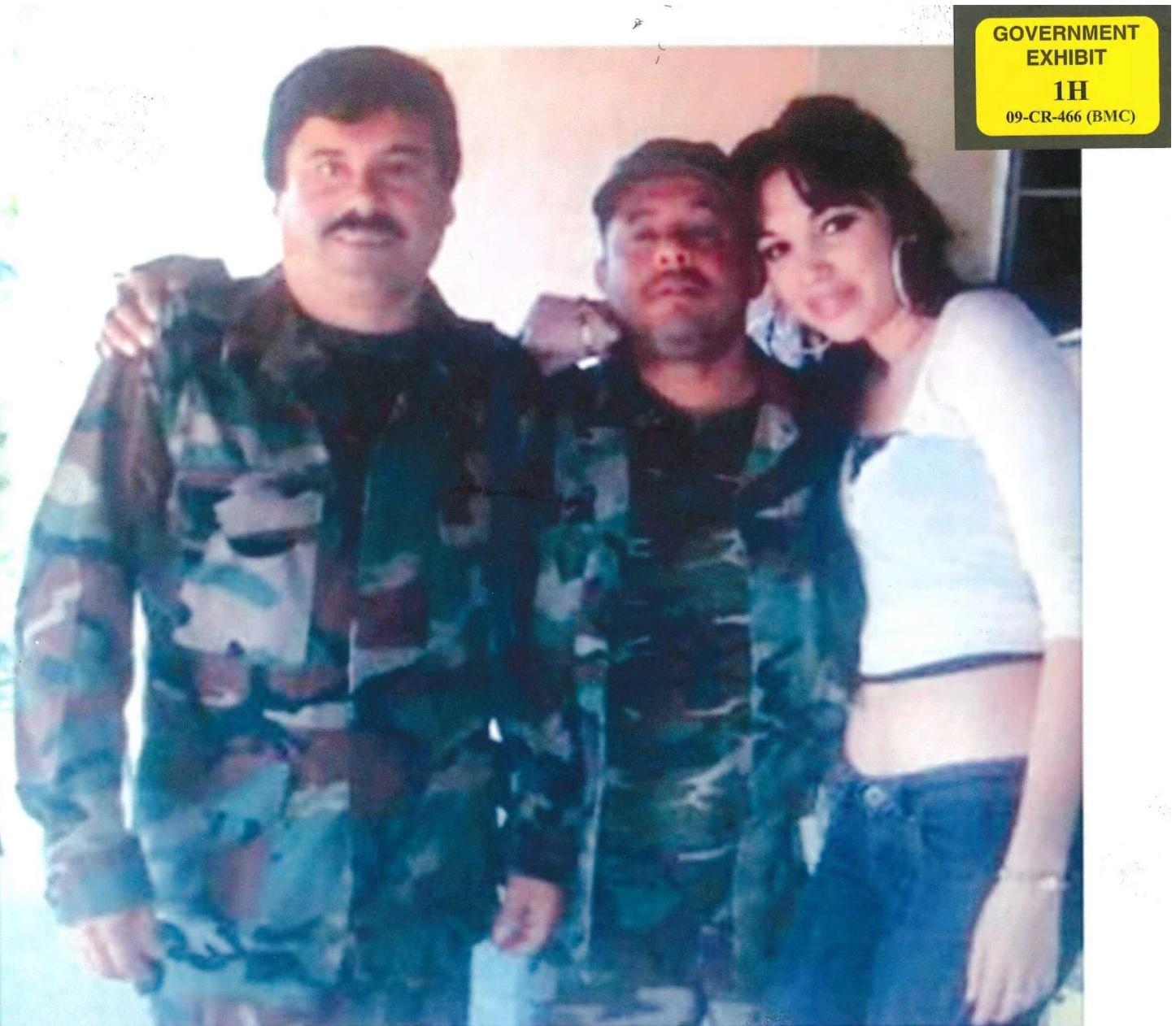 El Chapo eski yardımcısı Alex Cifuentes Villa ve genç bir kadınla birlikte.