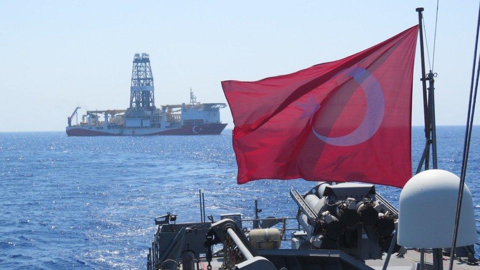 Doğu Akdeniz'de hidrokarbon araması yapan Yavuz sondaj gemisi.