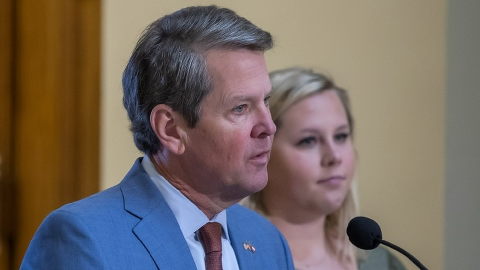 Gobernador Brian Kemp