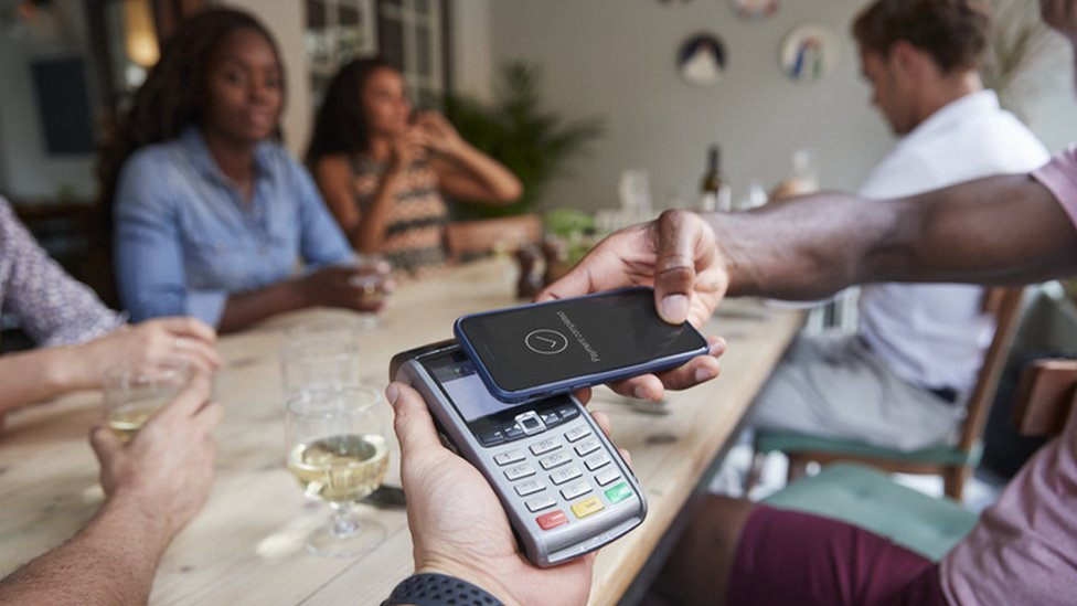 Paying by card in a cafe